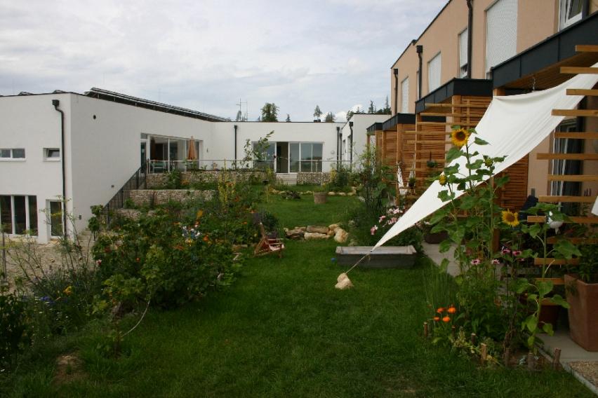 Cohousing-Siedlung Pomali. Gemeinsamer Hinterhof