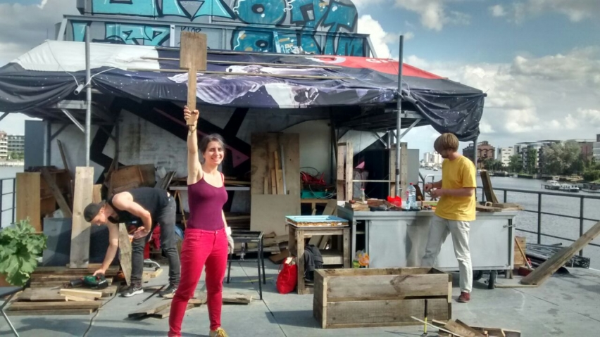 Foto: Gemeinschaftliche Arbeit auf der Freibeuter