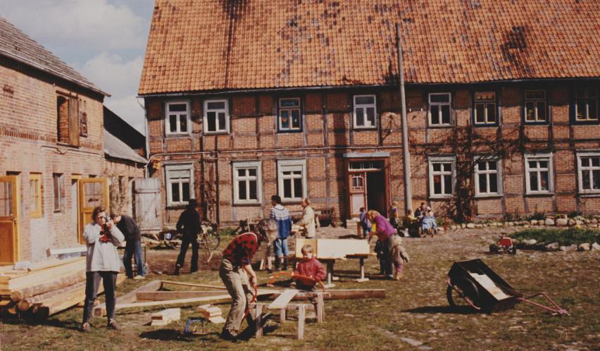 Ökodorf Sieben Linden 1995 Projektzentrum – vorgestellt bei bring-together