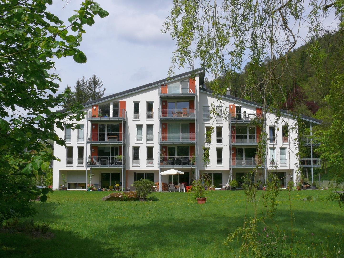 Durch die aufwändige professionelle Kernsanierung entstanden 16 hochwertige Wohnungen, zwei Gästezimmer und ein großer Gemeinschaftsraum. Foto: Claudia Ollenhauer