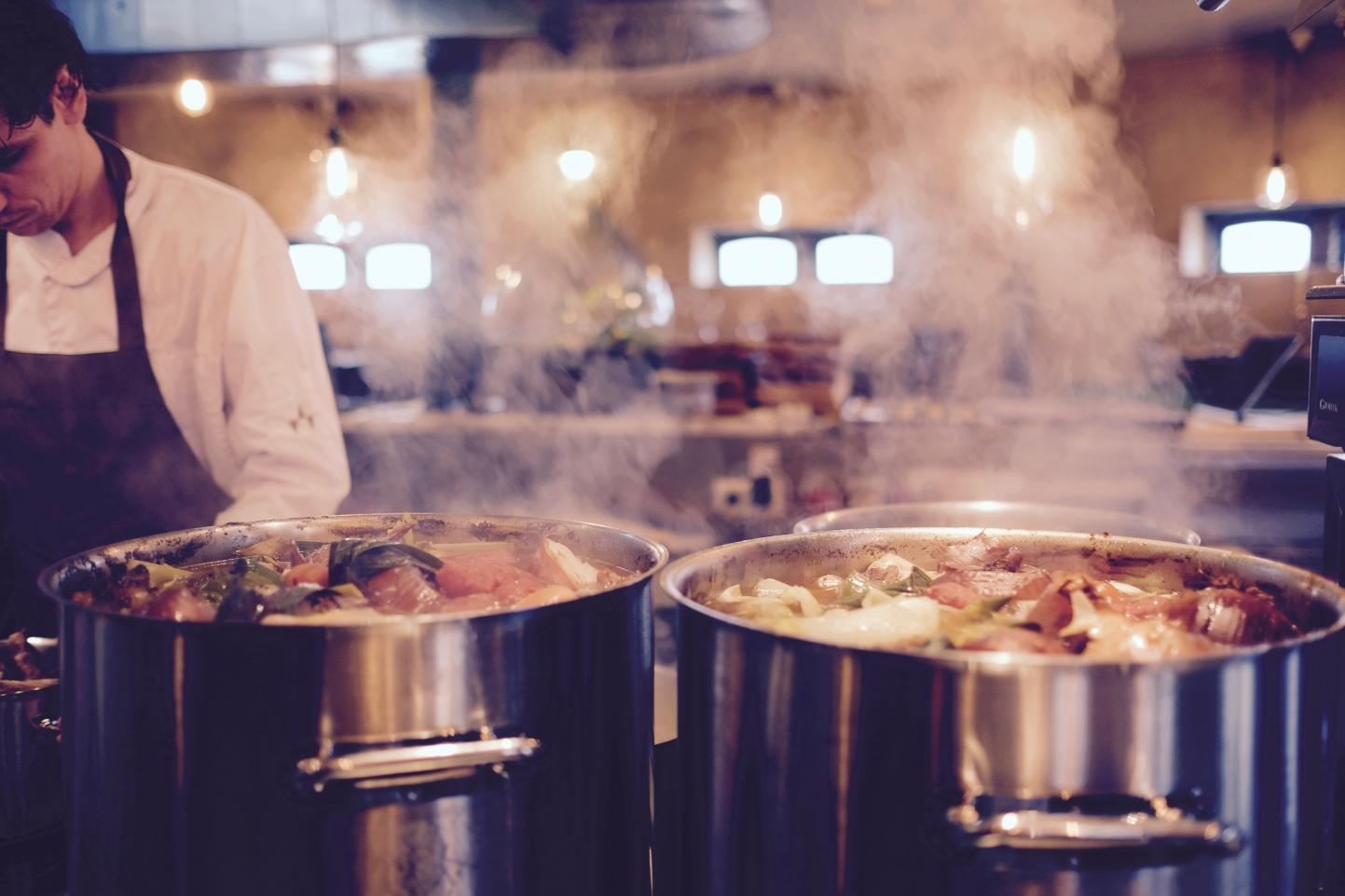 Ein stark reduzierter CO2- Fußabdruck durch gemeinschaftliches Wohnen. Kochen in der Großküche spart bis zu 90% Energie.