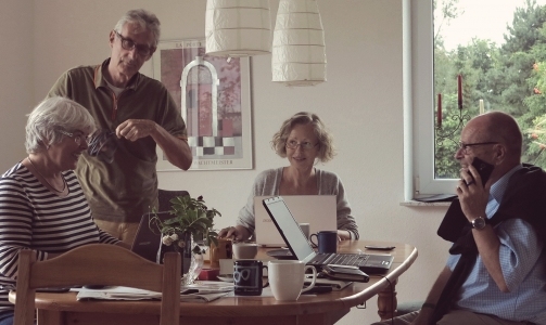 Wie kommt ein junger Mensch in ein Mehrgenerationenhaus?
