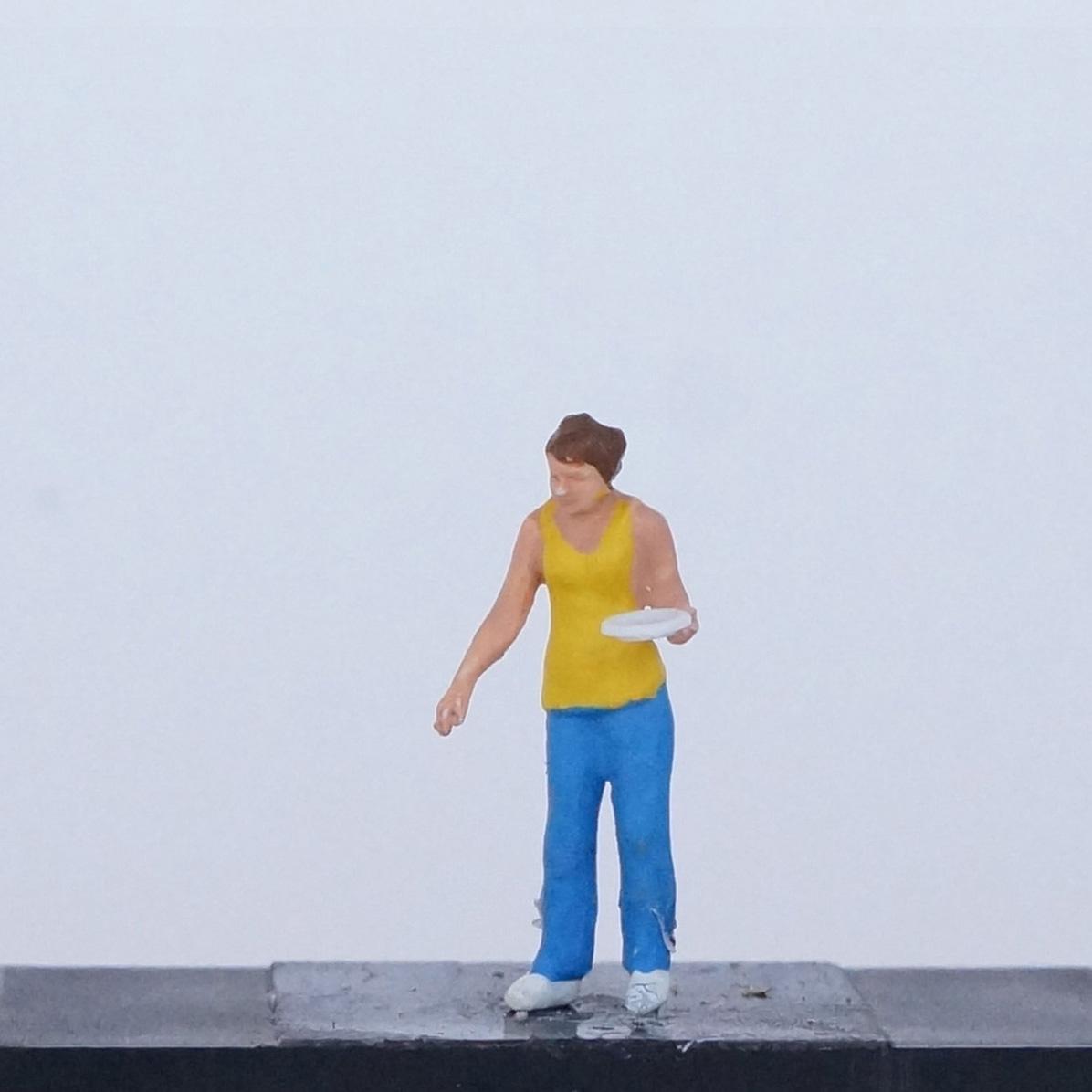 Frau in gelbem Shirt